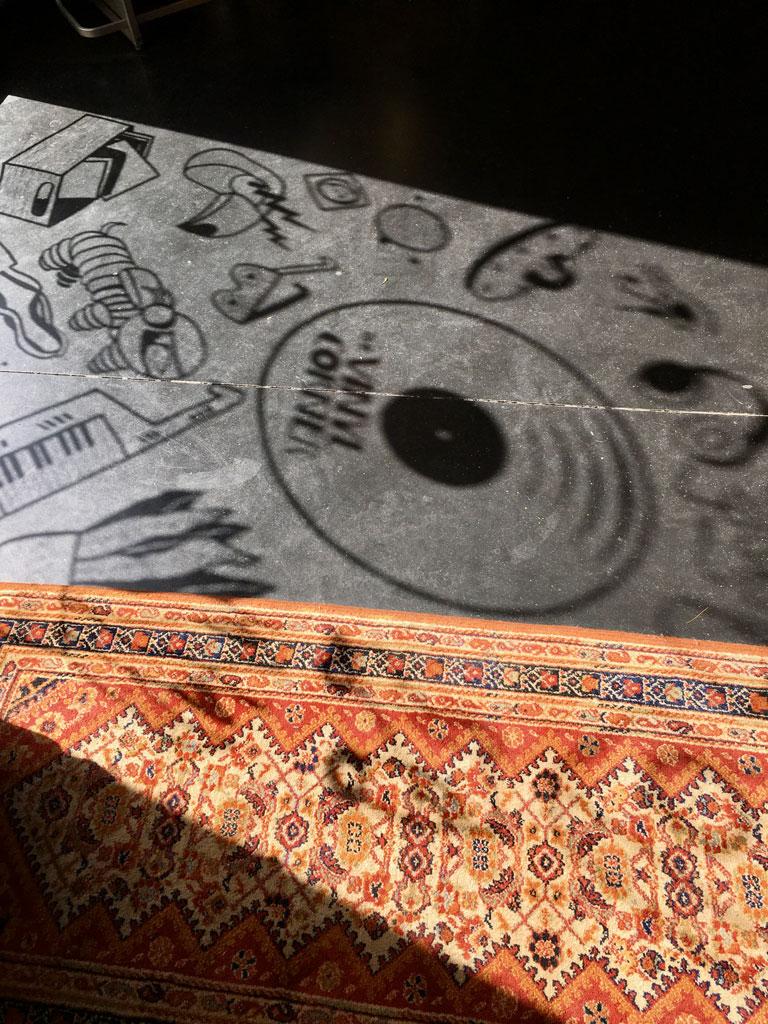 window-drawing-Vinyl-Corner-2-Lemon-Lizzie
